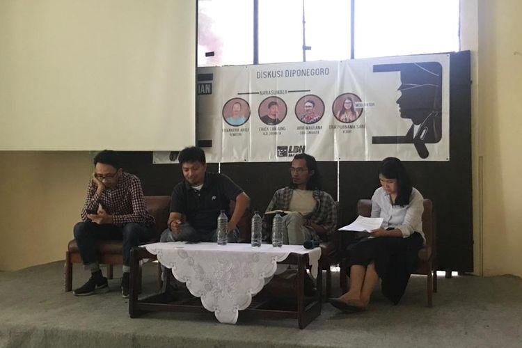 Suasana acara diskusi di kantor LBH Jakarta, Jakarta Pusat, Minggu (4/8/2019), usai listrik padam.