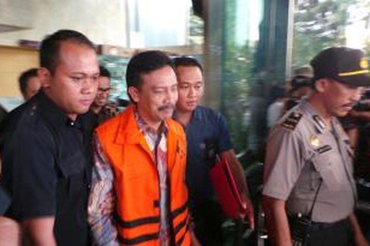 Komisi Pemberantasan Korupsi menahan mantan Menteri Pemuda dan Olahraga, Andi Mallarangeng yang menjadi tersangka kasus dugaan korupsi pengadaan sarana dan prasarana proyek Hambalang, Kamis (17/10/2013).