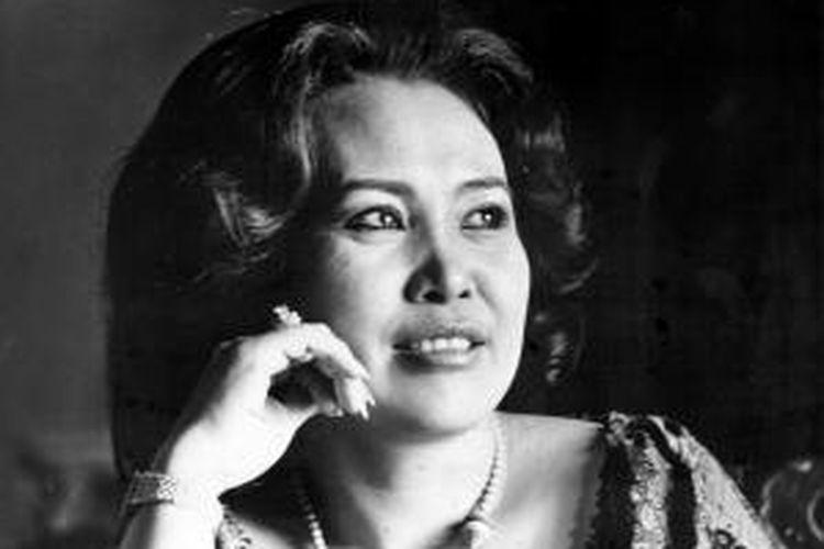 Djujuk Djuariah, pelawak dari grup komedi Srimulat, diabadikan di Jakarta pada 20 Maret 1985.