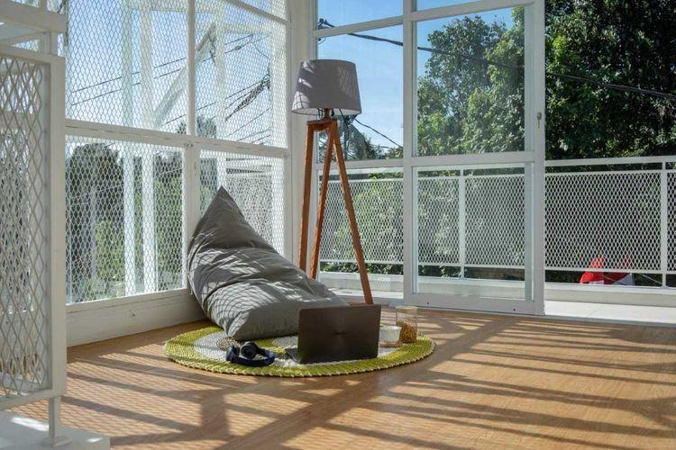 Sudut rumah yang terang dan Instagrammable karya KALA Architecture & Visual Design Studio.