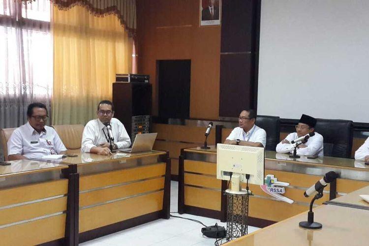 Konferensi pers di RSSA Kota Malang dan Wali Kota Malang Sutiaji tentang penanganan pasien suspect corona di RSSA Kota Malang, Rabu (4/3/2020).