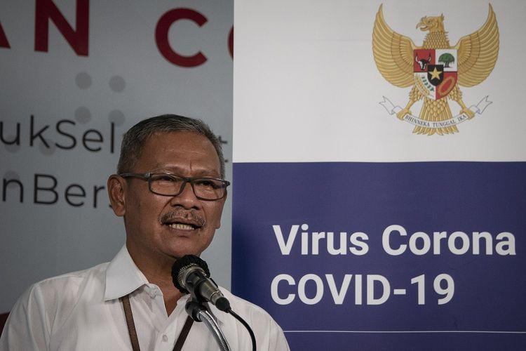 Juru Bicara Pemerintah untuk Penanganan COVID-19 Achmad Yurianto menyampaikan keterangan pers di Graha BNPB, Jakarta, Kamis (26/3/2020). Berdasarkan data hingga Kamis (26/3/2020) pukul 12.00, jumlah kasus positif COVID-19 mencapai 893 orang di 27 provinsi se-Indonesia, dengan jumlah pasien sembuh mencapai 35 orang dan kasus meninggal dunia mencapai 78 orang. ANTARA FOTO/Dhemas Reviyanto/hp.