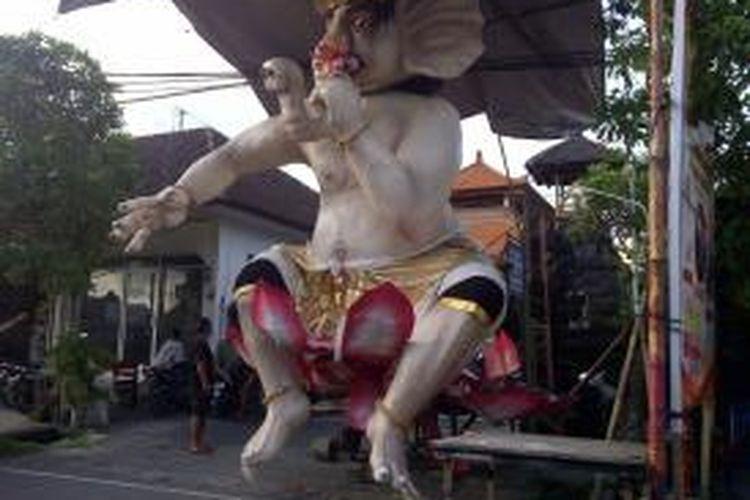 Ogoh-ogoh Gajah duduk jlan Pulau Saelus Denpasar