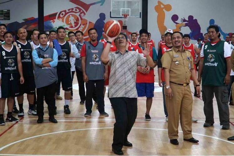 Ajang basket bertajuk Sinar Mas Land Basketball Tournament (SMLBT) 2017 resmi digelar di lapangan The Breeze Arena Basketball, BSD City, Senin (27/11).