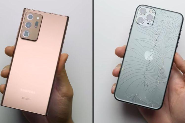 Galaxy Note 20 Ultra (kiri) dan iPhone 11 Pro Max (kanan) ketika dijatuhkan dari ketinggian 1 meter menghadap ke belakang.