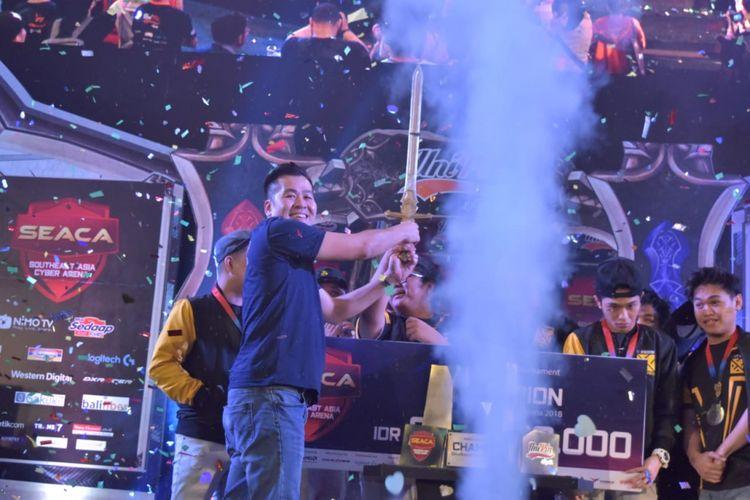 Suasana penutupan turnamen eSports, Southeast Asia Cyber Arena (SEACA), di Mall Taman Anggrek, Jakarta Barat, Minggu (21/10/2010).