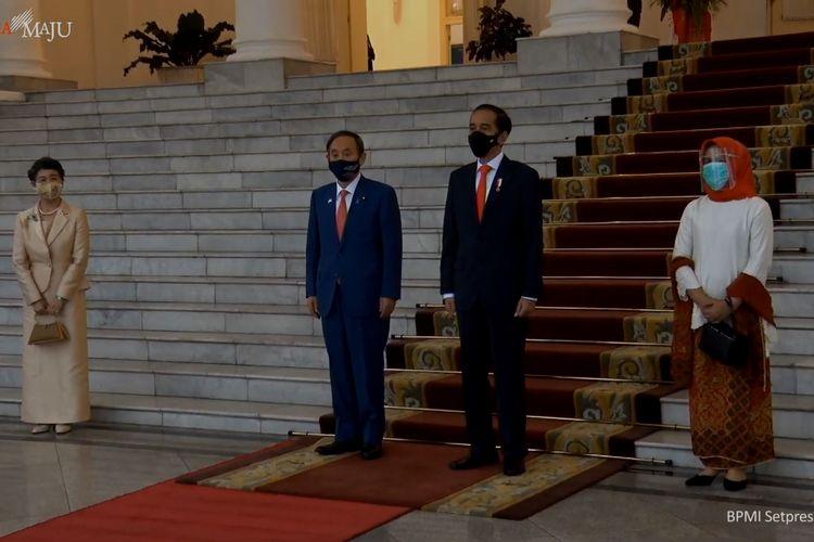 Presiden Joko Widodo menyambut Perdana Menteri Jepang Suga Yoshihide di Istana Kepresidenan, Bogor, Selasa (20/10/2020).