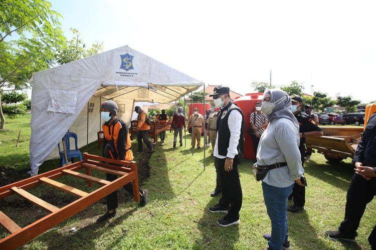Wali Kota Surabaya Eri Cahyadi menyiapkan pemulasaraan jenazah sendiri hingga menambah lahan pemakaman di TPU Keputih, Surabaya, Jawa Timur, Selasa (29/6/2021).