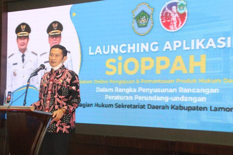 Bupati Lamongan Yuhronur Efendi saat melaunching SiOPPAH di pendopo Lokatantra, Kamis (18/3/2021).