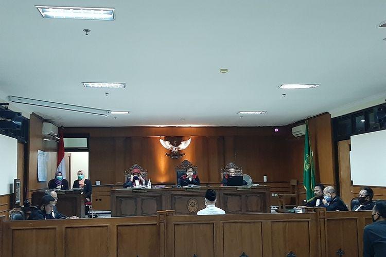 Terdakwa R saat mengikuti persidangan di Pengadilan Negeri (PN) Sleman dengan agenda pembacaan tuntutan dari Jaksa Penuntut Umum (JPU)