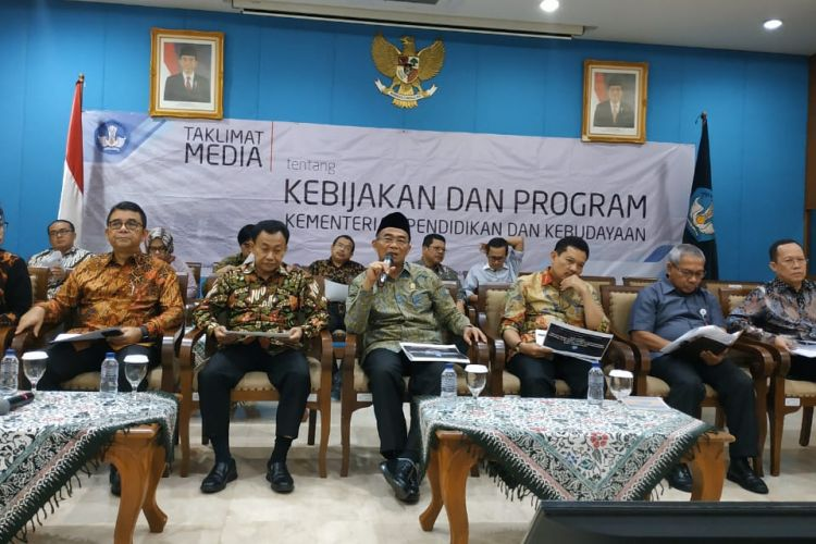 Menteri Pendidikan dan Kebudayaan Muhadjir Effendy dalam sosialisasi Permendikbud No. 51 Tahun 2018 tentang Penerimaan Peserta Didik Baru (PPDB) 2019 kepada, di Kantor Kemendikbud, Jakarta (15/1/2019).