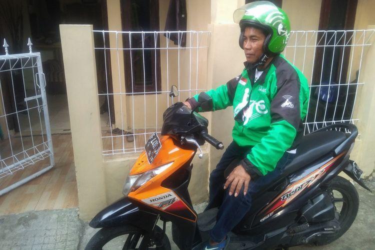 Nanda (56), saat berada di rumahnya di Kampung Anyar, Ciomas, Bogor, Jawa Barat, Jumat (29/6/2018).   2. Nanda (56), saat bersama anaknya, di rumahnya di Kampung Anyar, Ciomas, Bogor, Jawa Barat, Jumat (29/6/2018).   3. Postingan Wali Kota Bandung, Ridwan Kamil, yang diunggahnya pada Kamis (28/6/2018) di Instagram pribadinya.