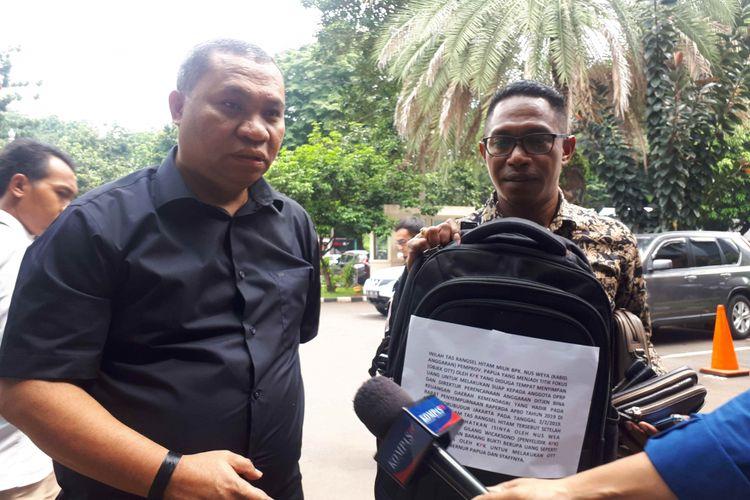 Kuasa hukum pemerintah provinsi (Pemprov) Papua, Stefanus Roy Rening mendatangi Ditreskrimsus Polda Metro Jaya, Senin (18/2/2019).