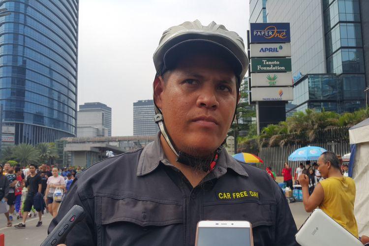 Ketua Koalisi Pejalan Kaki Alfred Sitorus, di area car free day, Minggu (24/9/2017).