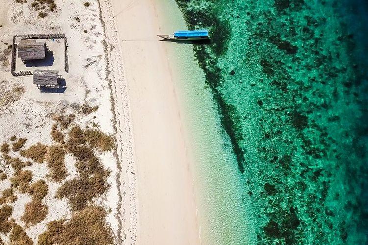 Ilustrasi pantai di Desa Koja Doi, Nusa Tenggara Timur DOK. Shutterstock/Christopher Moswitzer