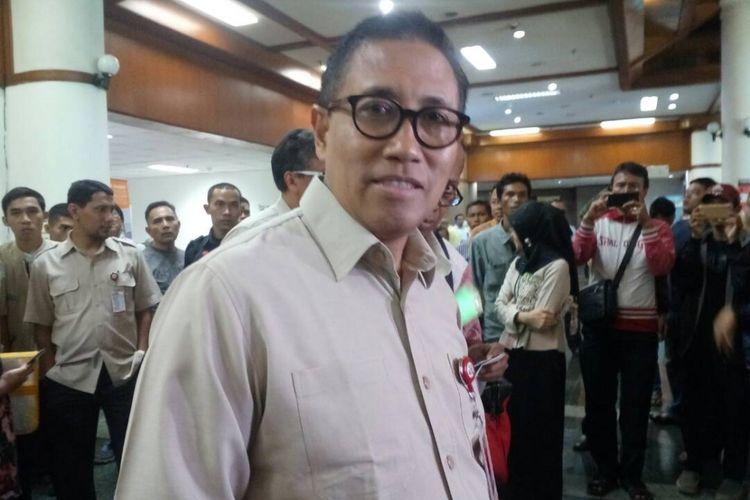 Presiden Direktur RS Dharmais Prof Abdul Kadir saat memberikan keterangan terkait serangan ransomware wannaCry pada sistem IT RS Dharmais, di Jakarta, Senin (15/5/2017).