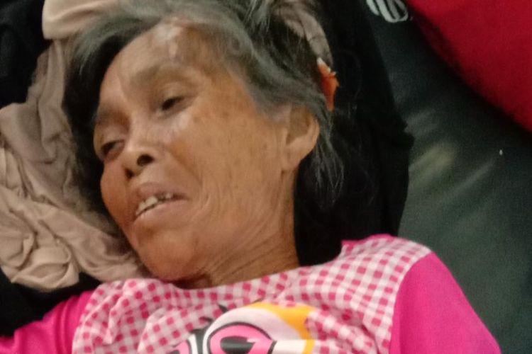 Salah seorang nenek korban kecelakaan tunggal mobil pick up di jalan Baupas BIL Rabu (5/6/2019)