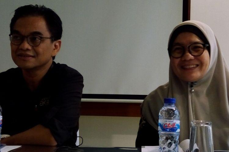 Deputi Infrastruktur Bekraf Hari Santosa Sungkari (kiri) dan Direktur Fasilitasi Infrastruktur Fisik Bekraf Selliane Halia Ishak (kanan) saat sosialisasi Bantuan Pemerintah (Banper) Deputi Infrastruktur untuk tahun 2018 di Jakarta, Rabu (28/2/2018).