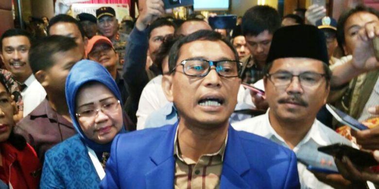 JR Saragih bersikeras dirinya sudah melengkapi semua persyaratan untuk maju dalam Pilgub Sumut 2018-2023 mendatang.