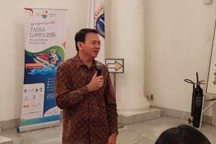 Gubernur DKI Jakarta Basuki Tjahaja Purnama saat memberi kata sambutan di hadapan Abang None Buku DKI Jakarta 2016 di Balai Kota DKI Jakarta, Jumat (14/10/2016).