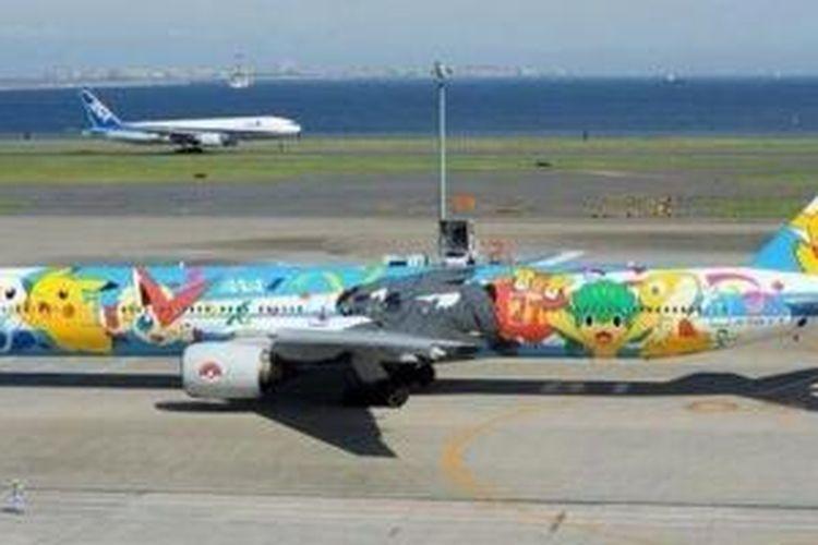 Pesawat Pokemon yang membawa Timnas Jepang
