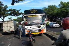 Pria Nekat Hadang Bus Salah Jalan di Gresik, Polisi Berikan Apresiasi