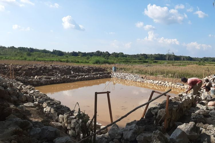Program pembangunan embung yang dikerjakan Kementan di Desa Pandulangan, Kecamatan Padang Batung, Kabupaten Hulu Sungai Selatan, Provinsi Kalimantan Selatan.