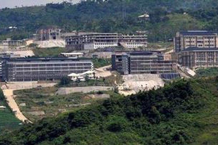 Ilustrasi: Proyek pembangunan pusat olahraga terpadu Hambalang di Kecamatan Citereup, Kabupaten Bogor, Minggu (16/12/2012). Proyek senilai Rp 1,175 triliun ini menjadi sorotan karena adanya dugaan korupsi yang kini tengah disidik Komisi Pemberantasan Korupsi.