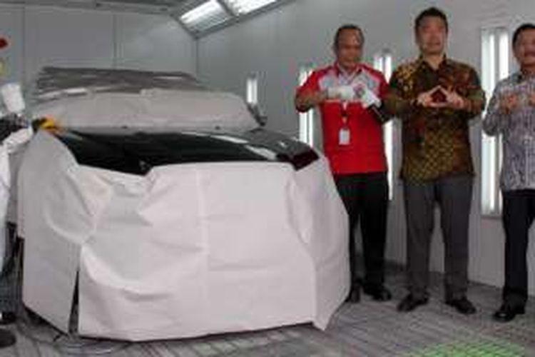 Krama Yudha Tiga Berlian Motors (KTB) selaku distributor resmi Mitsubishi meresmikan bengkel cat di diler Wicaksana Berlian Motors Bandung, Kamis (27/10/2016).