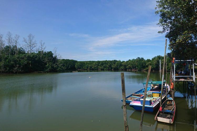 Perahu kecil milik para nelayan yang biasa digunakan mencari kepiting, udang, ikan di kawasan pesisir Karingau, Balikpapan, Kaltim, Jumat (28/08/2020).