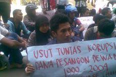 Kasus Korupsi, Mahasiswa Asal Madura Demo di Mapolda Jatim
