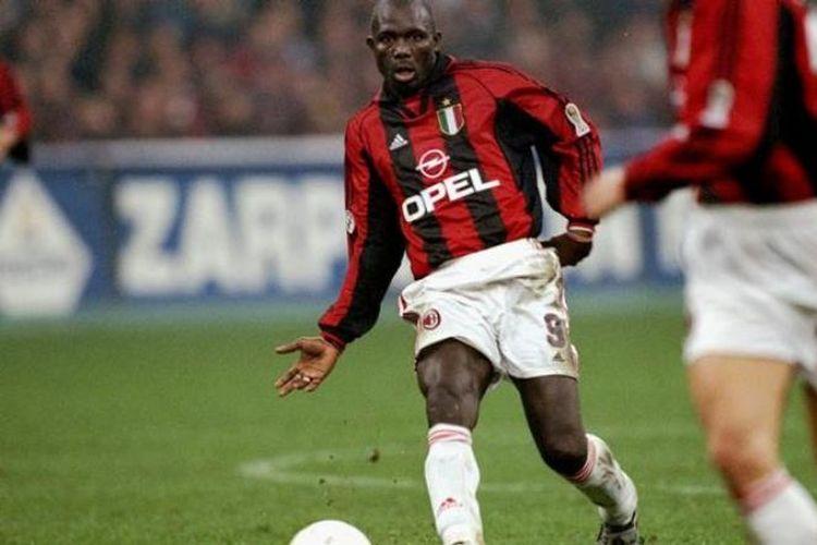 George Weah semasa memperkuat AC Milan