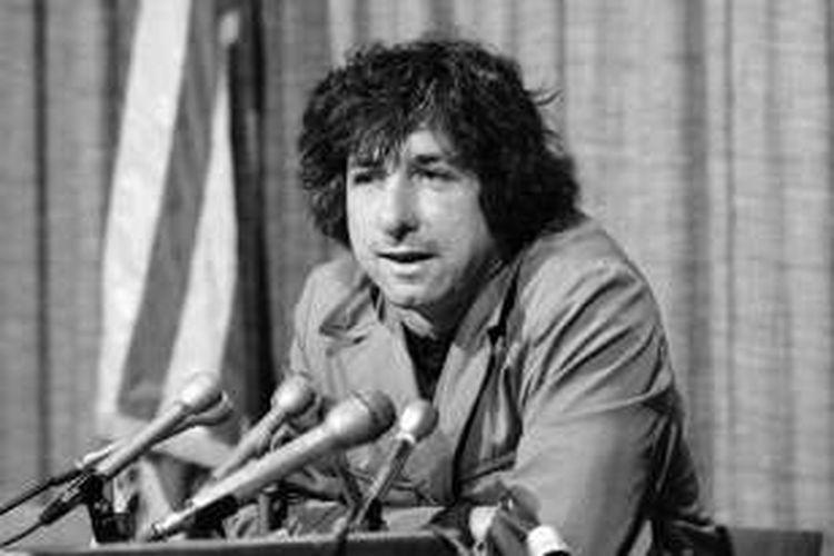 Tom Hayden di tahun 1973
