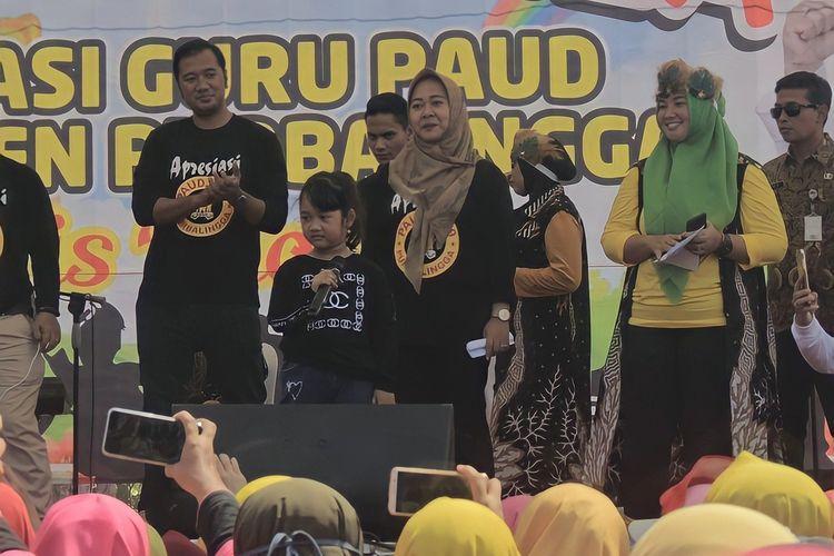 Bupati Purbalingga, Dyah Hayuning Pratiwi dan keluarga saat menghadiri sebuah kegiatan, baru-baru ini.