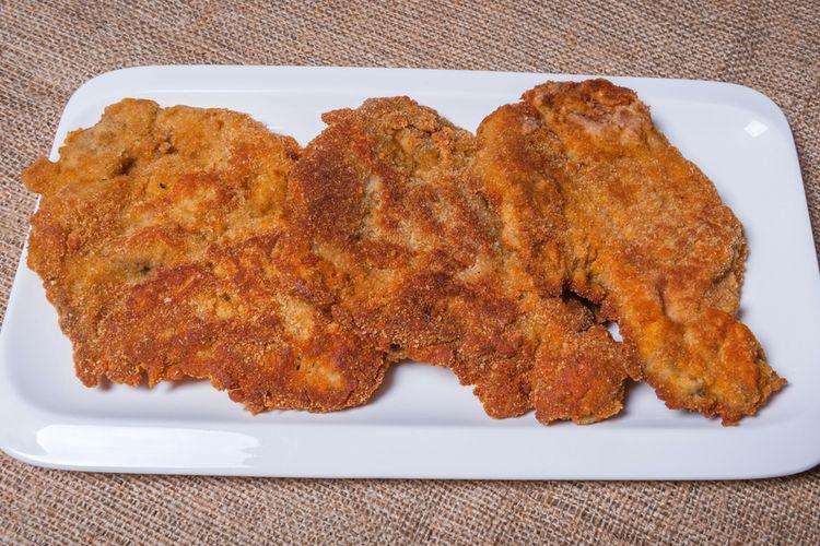 Ilustrasi dada ayam goreng tepung untuk steak.
