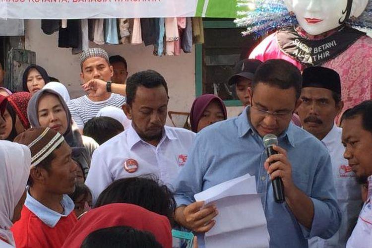 Calon gubernur DKI Jakarta, Anies Baswedan di RW 08, Ancol, Jakarta Utara, Senin (23/12/2017).