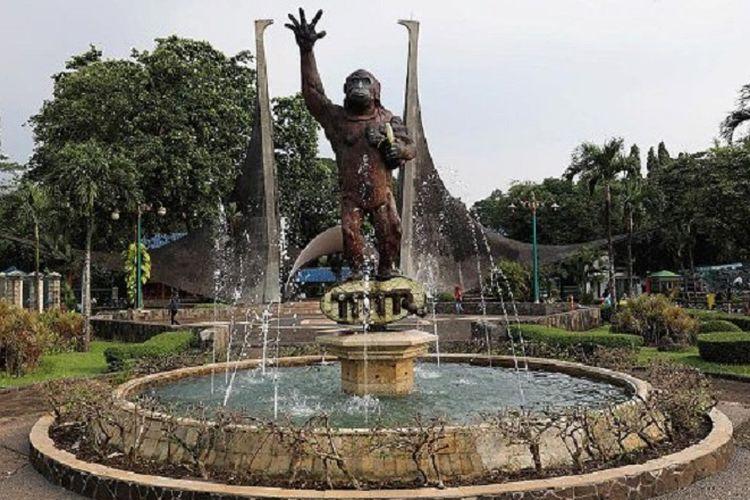Kawasan Taman Margasatwa Ragunan, Jakarta Selatan, Minggu (14/5). Kebun binatang ini salah satu tujuan wisata murah meriah bagi warga Jakarta dan luar Jakarta.