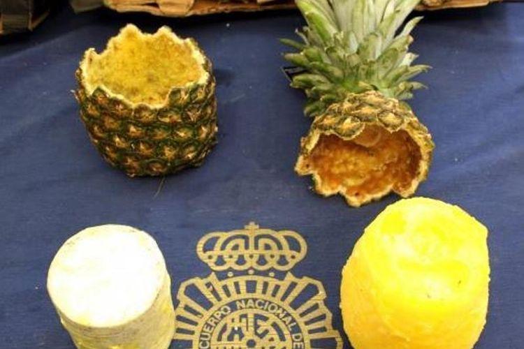 Polisi Spanyol sita 67 kg kokain yang terdapat di puluhan buah nanas di Madrid. (AFP)