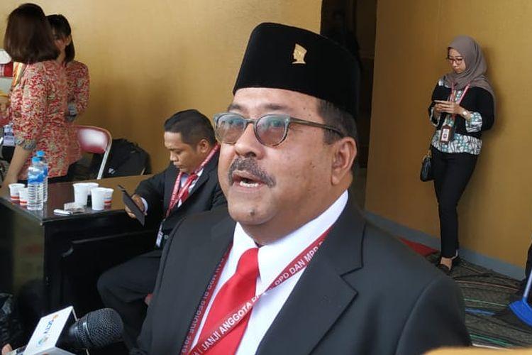 Artis peran dan politisi PDI-P Rano Karno sesaat sebelum dilantik sebagai anggota DPR periode 2019-2024 pada Selasa (1/10/2019).