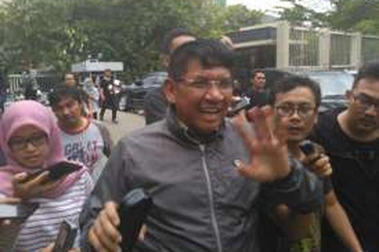 Anggota DPR dari Fraksi Gerindra Sareh Wiyono usai diperiksa KPK, Jumat (22/7/2016). Sareh diperiksa sebagai saksi untuk tersangka Rohadi, Panitera PN Jakut yang tertangkap tangan menerima suap dari pihak Saipul Jamil.