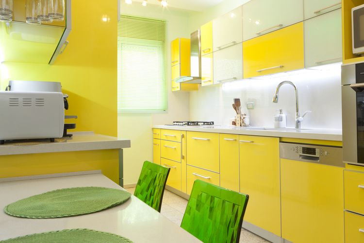 Ilustrasi dapur dengan nuansa warna kuning.