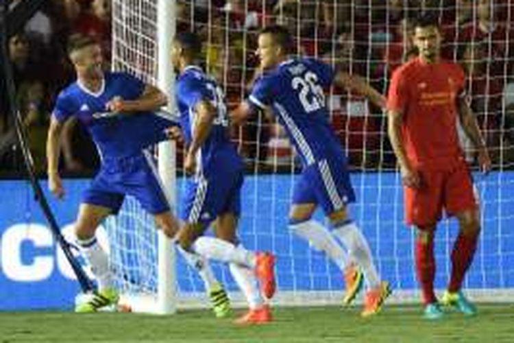Para pemain Chelsea merayakan gol Gary Cahill ke gawang Liverpool pada partai International Champions Cup (ICC) di Stadion Rose Bowl, Kamis (28/7/2016) pagi WIB.