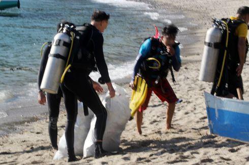 Berkarung-karung Sampah Plastik Diangkat dari Kedalaman Teluk Gorontalo