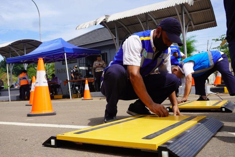 Razia ODOL di Tol Jakarta-Cikampek jelang Nataru 2020-2021