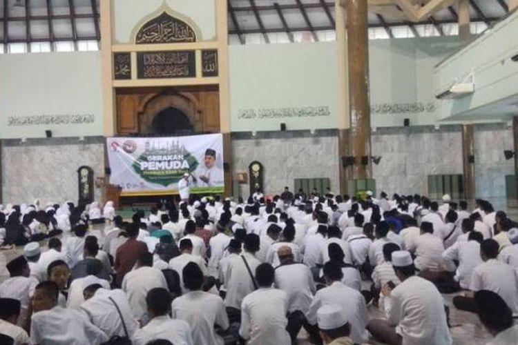 Kegiatan Gerakan Membaca Kitab Suci di Kabupaten Sidoarjo ditutup dengan deklarasi pemuda untuk kerukunan antar umat beragama di Alun-alun Sidoarjo (2/12).