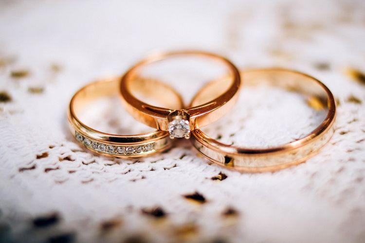 Ilustrasi cincin kawin dan mahar.