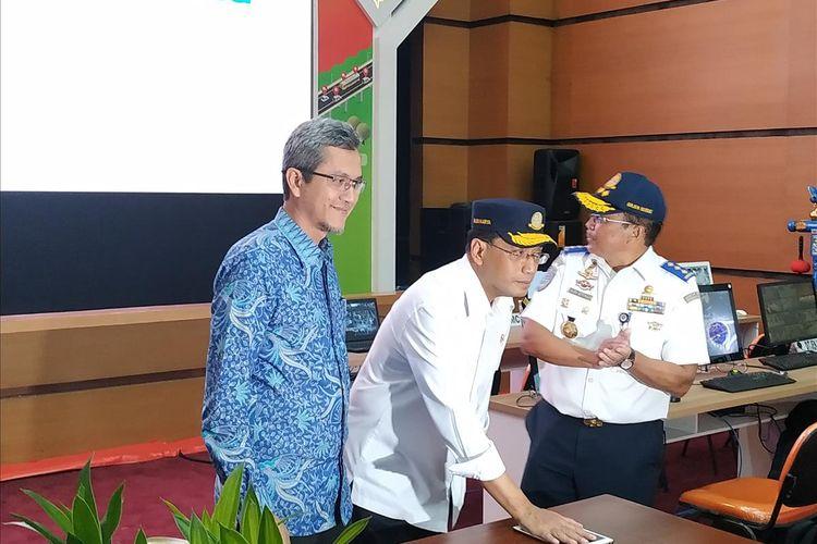 Menteri Perhubungan (Menhub) Budi Karya Sumadi meninjau persiapan Posko Nasional Terpadu 2019 di Gedung Kementerian Perhubungan, Jakarta, Selasa (28/5/2019).