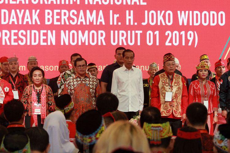 Calon Presiden Nomor Urut 01, Joko Widodo saat menghadiri silaturahmi nasional dan deklarasi dukungan Masyarakat Adat Dayak untuk pasangan Jokowi-Maruf Amin di Season City, Jakarta (26/1/2019)