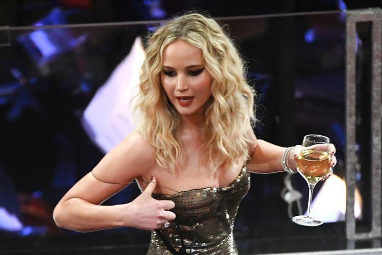 Jennifer Lawrence menghadiri Academy Awards ke-90 yang digelar di Dolby Theatre di Hollywood & Highland Center, Hollywood, California, Minggu (4/3/2018).