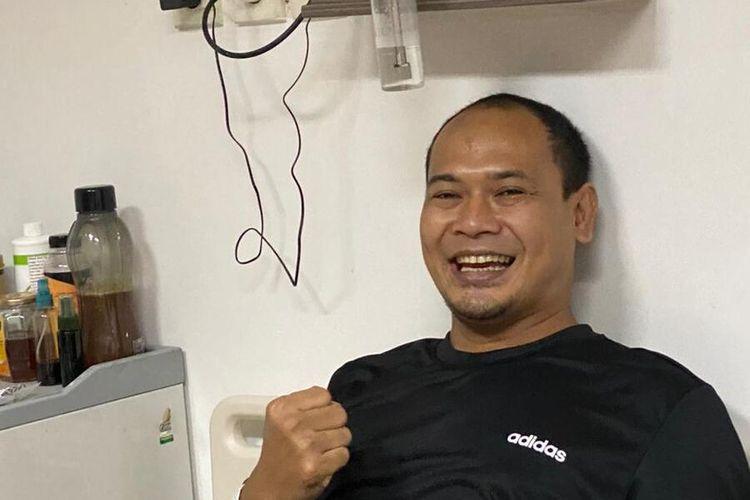 Plt Kepala Diskominfo Karawang Asep Aang Rahmatullah yang dinyatakan positif Covid-19 bersama Bupati Karawang Cellica Nurrachadiana. Meski tengah menjalani isolasi dan perawatan di RSUD Karawang, Aang berupaya terus menularkan energi positif dan semangat.
